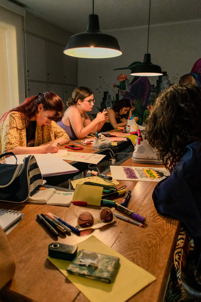 Love yourself first: Converse y un grupo de jóvenes creativas reflexionan sobre el amor propio junto a Lorena Salmón y La Torita