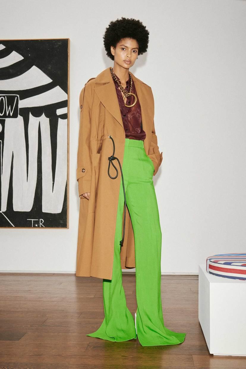 """Victoria Beckham crea un """"verdadero guardarropa"""" para la mujer de hoy"""