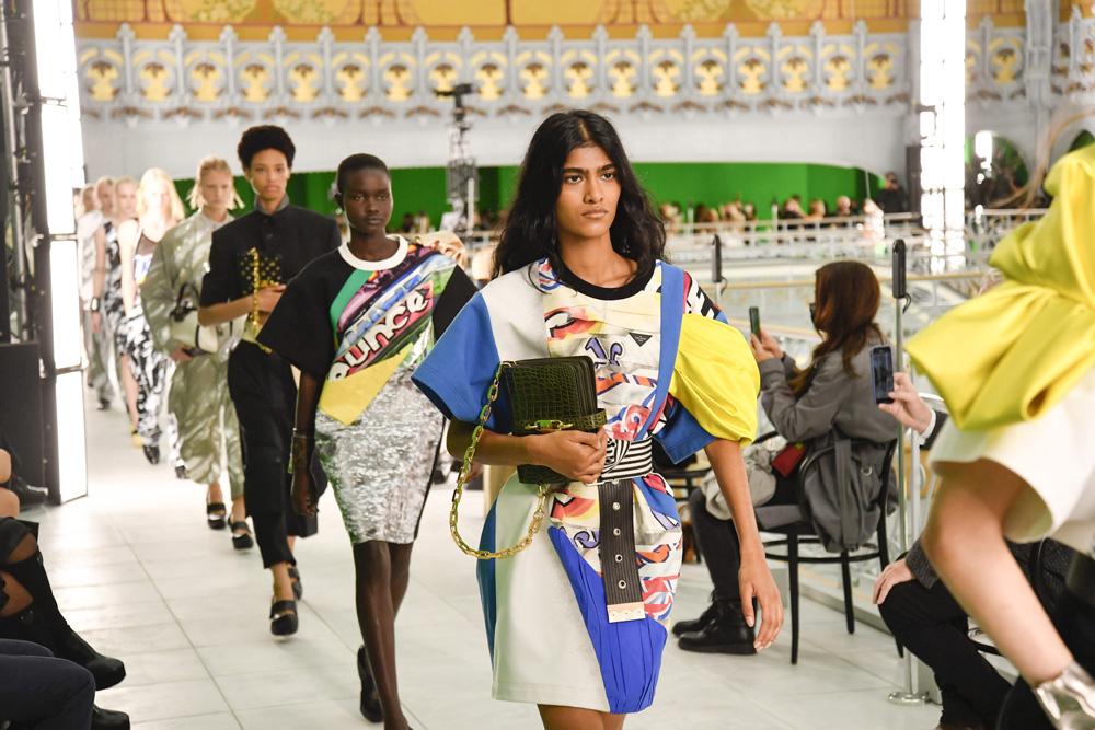 Nicolas Ghesquière y su colección para Louis Vuitton SS21 donde el género se borra y las posibilidades creativas son infinitas