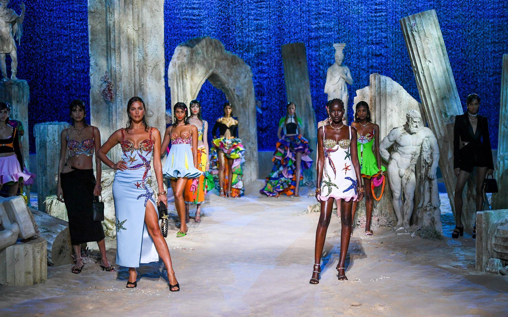 Donatella nos sumerge al mundo acuático de VERSACEPOLIS