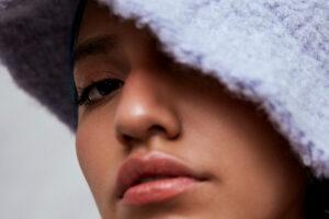 La nueva faceta de Renata Flores en su álbum debut