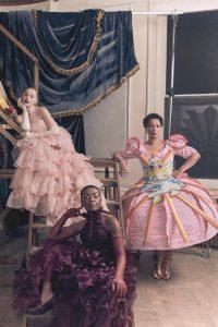 El elenco femenino de Bridgerton protagoniza piezas de diseñadores emergentes, y uno de ellos es de raíces peruanas