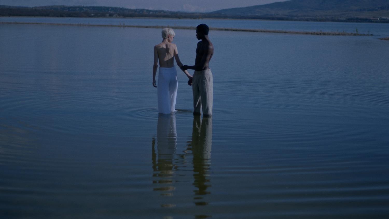 """Francesca Canepa presenta """"LIFE'S NOW"""": Un fashion film sobre la juventud y el autodescubrimiento"""