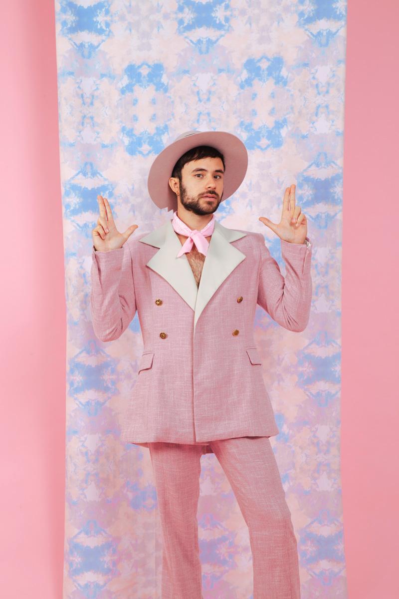 El estilo musical de Adrián Bello es una exploración artística sin etiquetas