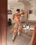 Armaduras épicas sobre cuerpos desnudos que redefinen la sensualidad, así es el arte de Quimera Vermelha
